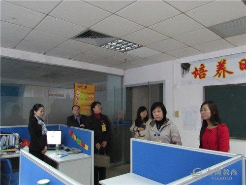 督导组向北大青鸟珠海学校教师了解教学情况